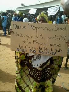 "Gao protestor: ""Yes to Operation Serval, but no to France's bias in the northern Mali crisis / WE WON'T BUDGE"""