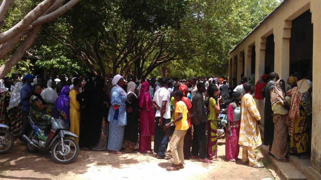 Voters in Quinzambougou, Bamako, 28 July (photo: Aly Haidara)